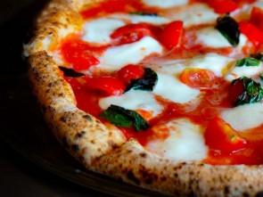 Pizzeria La Credenza Bari : Fino al ottobre per votare il premio pizzeria dell anno by