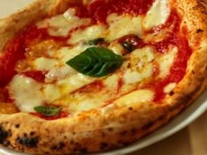 Pizzeria La Credenza Bari : Una serata soffice o croccante di mariella belloni